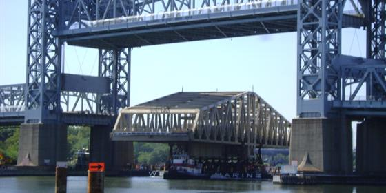 7-26-10 - Swing Span Arrives at Willis Ave 016_0